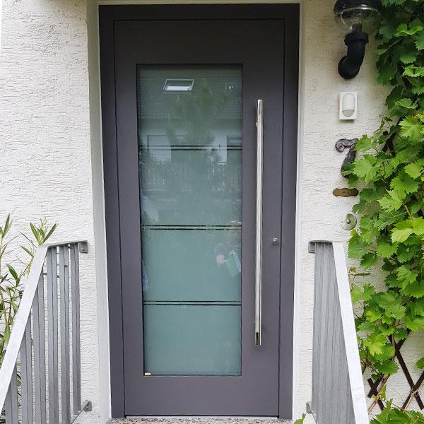 schmale Haustür aus Aluminium in der Farbe Anthrazit Region Bensheim