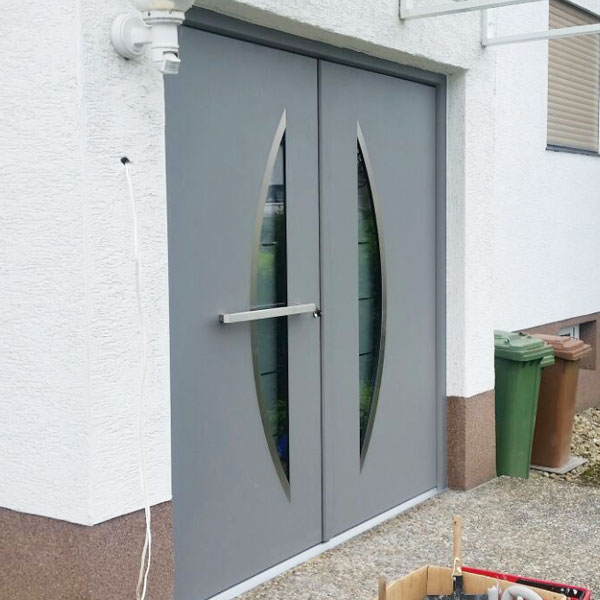 moderne Haustür aus Aluminium mit Sichtfenster zweiflüglig